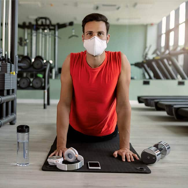 workout while wearing a mask