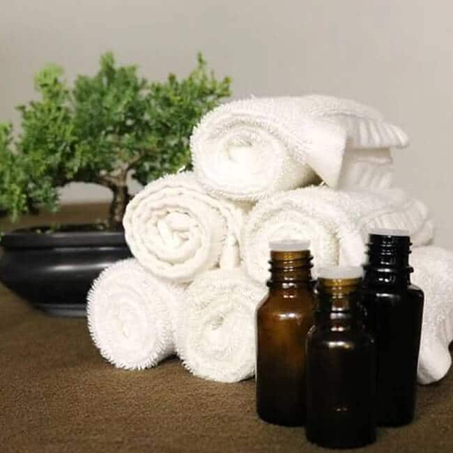 essential ingredients of the perfect massage oil for muscle soreness and swelling