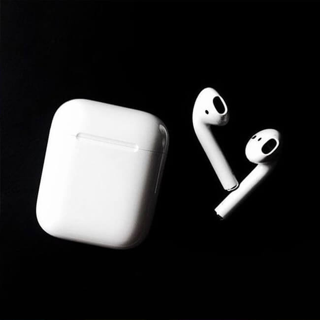 apple's suggested cleaning airpods